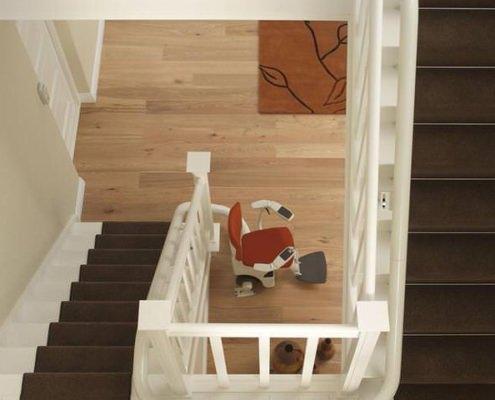 Treppenlift im Treppenhaus
